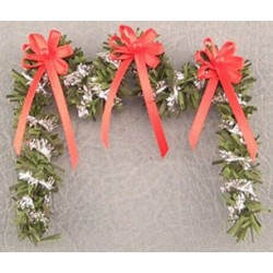 SSN: RED/SILVER FIREPLACE GARLAND
